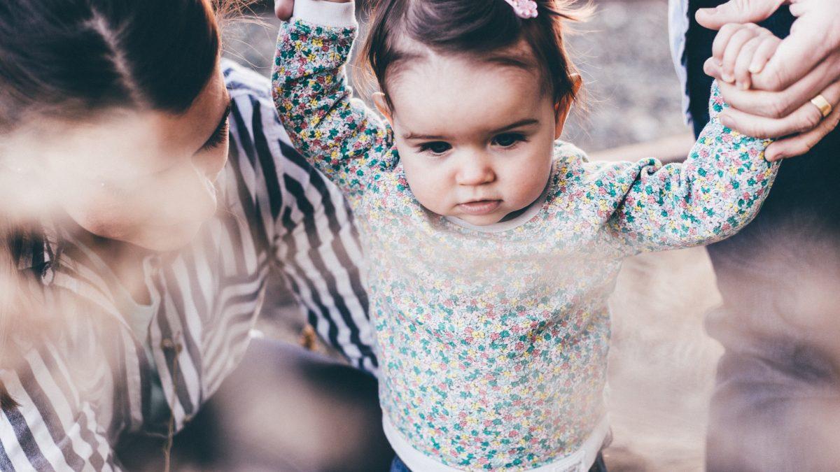 Как помочь ребёнку научиться ходить