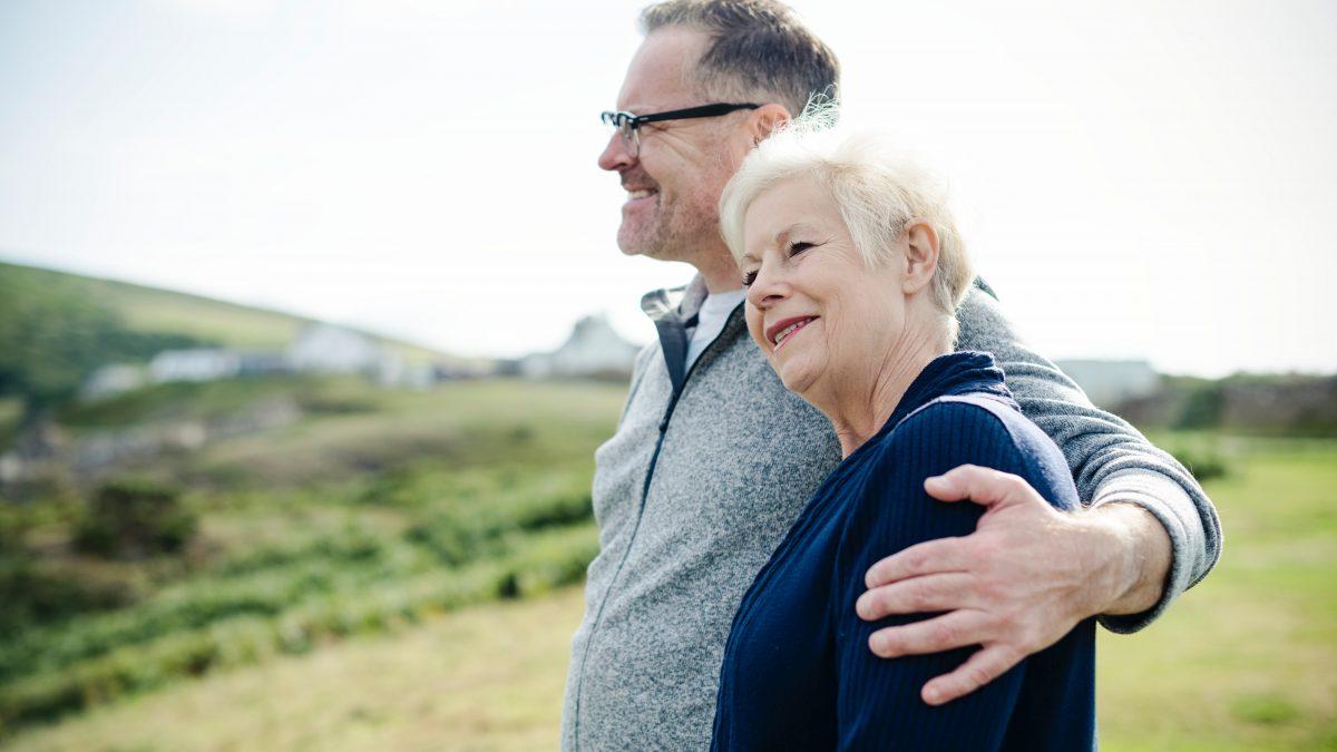 Влияние бабушек с дедушками на воспитание внуков — стоит ли родителям привлекать стариков