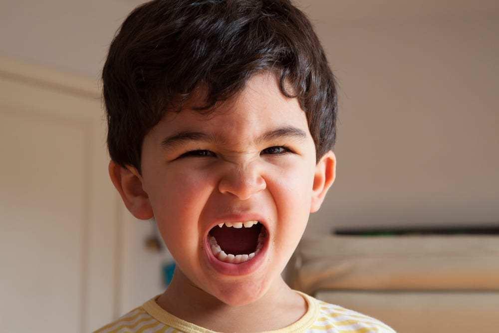 Как пережить публичные истерики ребенка